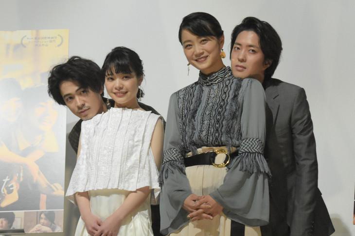 「愛がなんだ」完成披露上映会の様子。左から成田凌、岸井ゆきの、深川麻衣、若葉竜也。