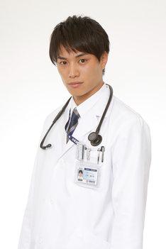 辻村駿太郎役の鈴木伸之。