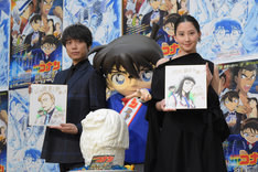 「名探偵コナン 紺青の拳(こんじょうのフィスト)」公開アフレコイベントの様子。左から山崎育三郎、コナン、河北麻友子。