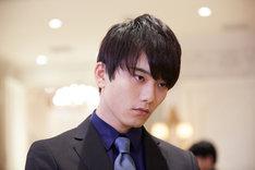 水石亜飛夢演じる志賀颯太郎。