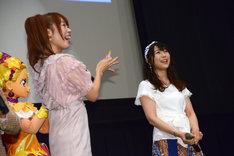 左から成瀬瑛美、安野希世乃。