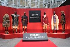 左から橋本環奈、大沢たかお、山崎賢人、吉沢亮、本郷奏多、長澤まさみの衣装。