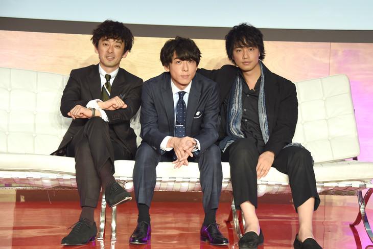 「東京独身男子」記者会見の様子。
