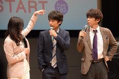 中丸雄一(中央)を「1人ゲリラ豪雨みたい」と心配する吉高由里子(左)。