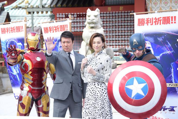 左からアイアンマン、加藤浩次、米倉涼子、キャプテン・アメリカ。