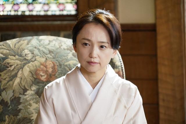 永作博美演じる浜村時子。