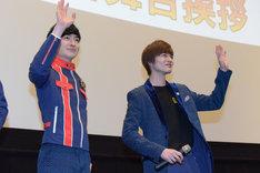衣装を交換し登場した濱正悟(左)と結木滉星(右)。