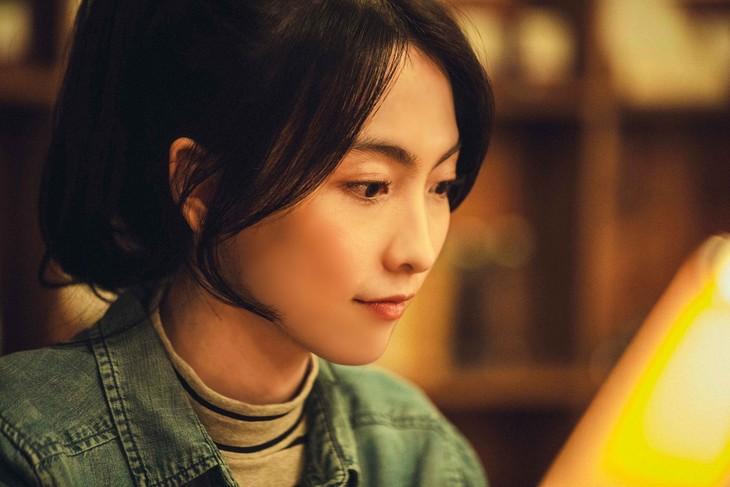 「連続ドラマW そして、生きる」より、知英演じるハン・ユリ。