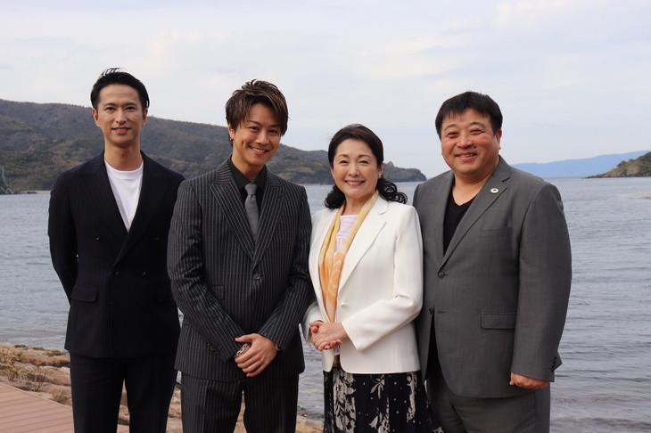 左から秋山真太郎、TAKAHIRO、松坂慶子、錦織良成。