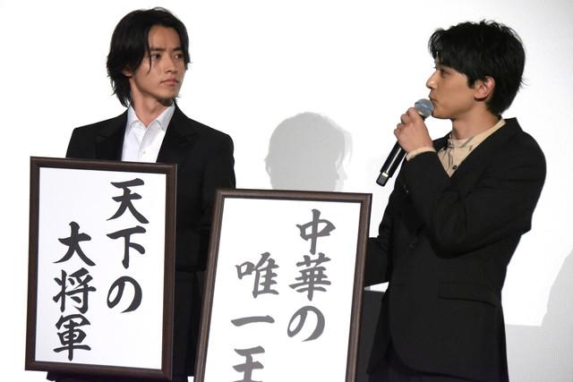 夢を語る山崎賢人(左)と吉沢亮(右)。