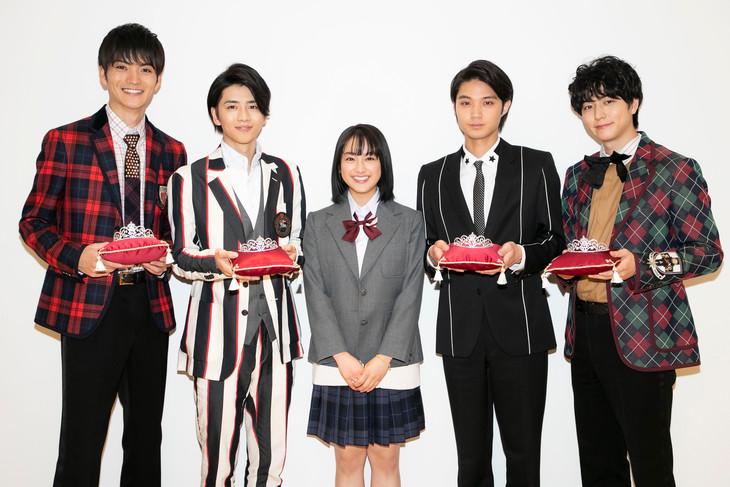「御曹司ボーイズ」第1話先行公開試写の様子。左から山本涼介、飯島寛騎、平祐奈、磯村勇斗、稲葉友。