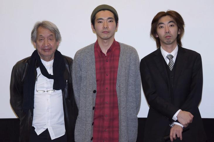 「柄本家のゴドー」の初日舞台挨拶にて、左から山崎裕、柄本佑、柄本時生。