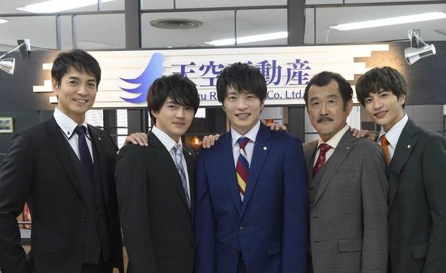 左から沢村一樹、林遣都、田中圭、吉田鋼太郎、志尊淳。