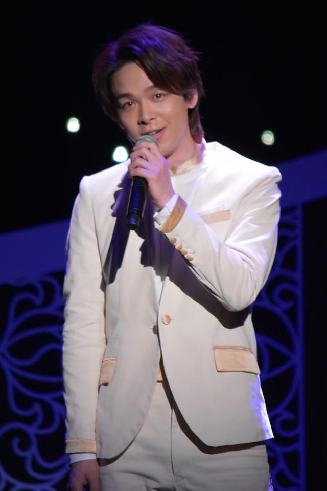 「ホール・ニュー・ワールド」を歌唱する中村倫也。