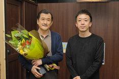 「劇場版 ファイナルファンタジーXIV 光のお父さん」メイキング写真。左から吉田鋼太郎、野口照夫。
