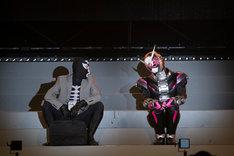 5月3日に開催された「仮面ライダージオウ スペシャルイベント 魔王の宴」より、スペシャルショーの様子。左からショッカー戦闘員、5月病になった仮面ライダージオウ。