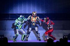 5月3日に開催された「仮面ライダージオウ スペシャルイベント 魔王の宴」より、スペシャルショーの様子。左から仮面ライダーウォズ、仮面ライダーキカイ、仮面ライダーゲイツ。