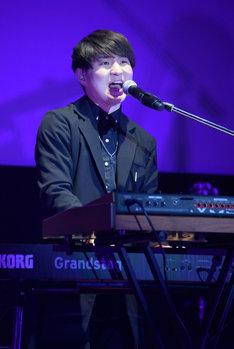 藤原聡(Vo, Piano)