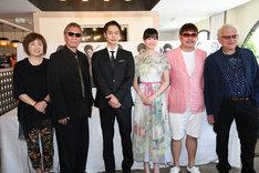 左から坂美佐子、三池崇史、窪田正孝、小西桜子、紀伊宗之、ジェレミー・トーマス。(c)Kazuko Wakayama