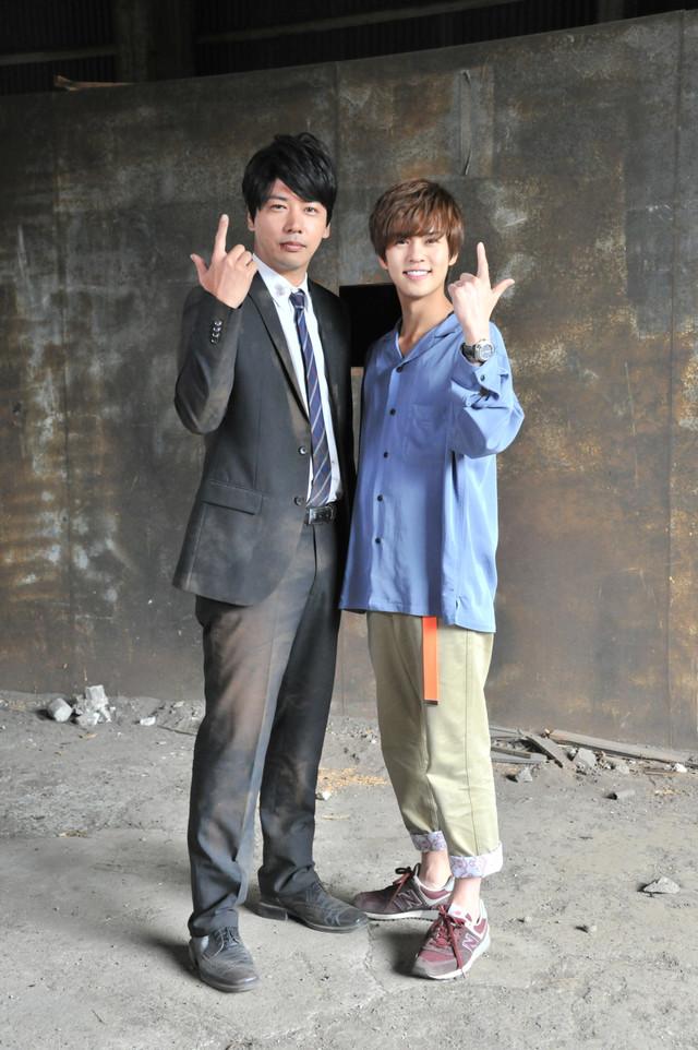 左から加賀美新役の佐藤祐基、常磐ソウゴ役の奥野壮。