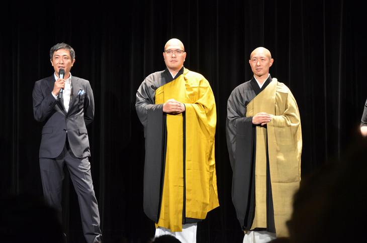 第72回カンヌ国際映画祭にて「典座 -TENZO-」上映前に登壇した富田克也(左)、倉島隆行(中央)、河口智賢(右)。