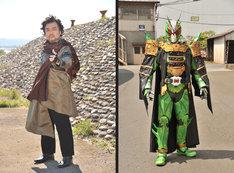 パパイヤ鈴木演じるカゲン(左)と仮面ライダーゾンジス(右)。