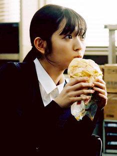 「Iターン」より、鈴木愛理演じる吉村美月。