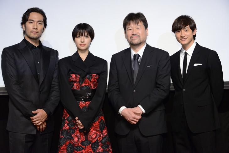 「このミス」大賞ドラマシリーズのラインナップ発表記者会見の様子。左から阿部進之介、佐久間由衣、佐藤二朗、小関裕太。