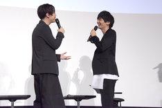 クライヴの話で盛り上がる梶裕貴(左)と島崎信長(右)。