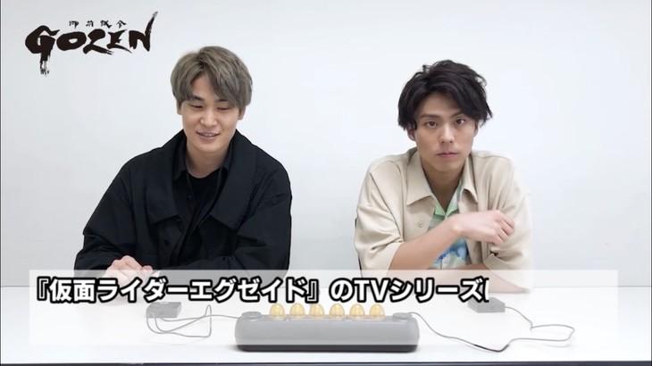 「『GOZEN』真剣勝負」スペシャルムービー第5試合より、町井祥真(左)と小野塚勇人(右)。