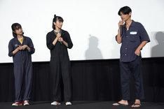 左から門脇麦、小松菜奈、伊賀大介。