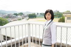 古泉ニナを演じる加藤小夏。