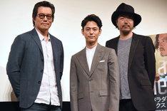 左から豊川悦司、妻夫木聡、半野喜弘。