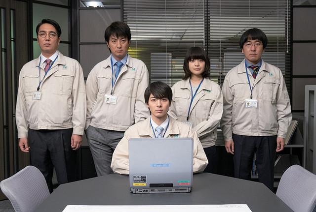 「前田建設ファンタジー営業部」キャスト。左からおぎやはぎ小木、上地雄輔、高杉真宙、岸井ゆきの、本多力。