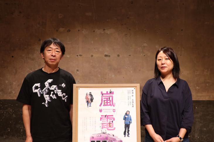 鈴木卓爾(左)、MCの月永理絵(右)。