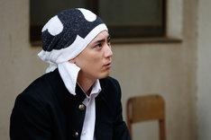 「べしゃり暮らし」より間宮祥太朗演じる上妻圭右。