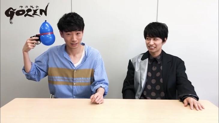 「『GOZEN』真剣勝負」スペシャルムービー第8試合より、矢崎広(左)と武田航平(右)。