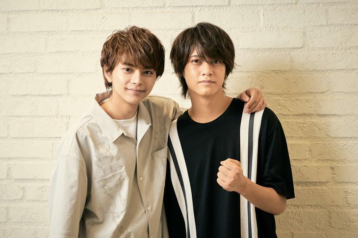 左から佐藤勝利、高橋海人。