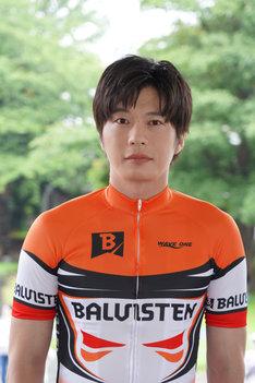 田中圭演じる新谷圭吾。