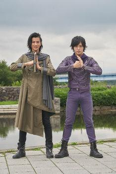 左からウォズ役の渡邊圭祐、チェイス役の上遠野太洸。