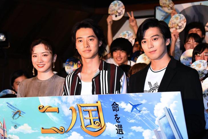 「二ノ国」公開直前イベントにて、左から永野芽郁、山崎賢人、新田真剣佑。