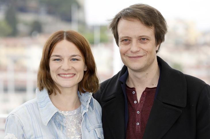 第72回カンヌ国際映画祭に出席したヴァレリー・パフナー(左)とアウグスト・ディール(右)。(写真提供:Dave Bedrosian / Geisler-Fotopress / picture alliance / Geisler-Fotop / Newscom / ゼータ イメージ)