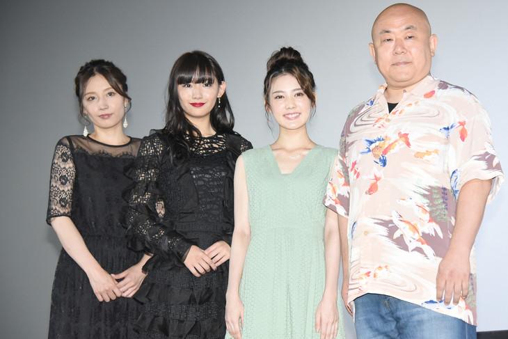 「黒い乙女A」公開記念舞台挨拶の様子。左から三津谷葉子、浅川梨奈、北香那、佐藤佐吉。