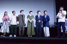 堀田真由(左端)に「カチンと来ちゃったこと」を暴露する渡辺謙作(右端)。