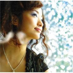 写真は3月14日にリリースされたPV14曲入りDVD&写真集の付いた超豪華マキシ「way to heaven」。「涙の虹/SAVE ME」には「way to heaven」のリミックスも収録される。
