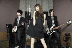 バンドのデビュー10周年を記念したシングル、そして5年ぶりの新曲ということで、その仕上がりに期待は高まるばかり。