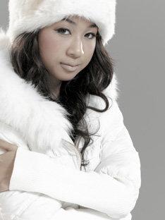 彼女は3月5日発売のMAKAIのアルバム「GARDEN」や、同日にリリースされる田中ロウマのシングル「Forever Love feat.青山テルマ」にも参加している。