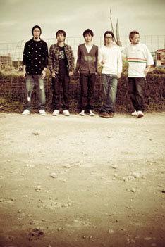 3月5日にニューシングル「君station」をリリースしたばかりの彼ら。この主題歌のCD発売にも期待したいところだ。