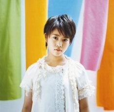 みつきは堂島孝平の書き下ろし曲「キズナ」で初の作詞にチャレンジしている(写真はアルバム「COLOR」ジャケット)。