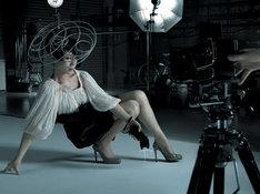 「みんなのうた」放送開始直前の5月27日には、ニューシングル「ありあまる富」がリリースされる。